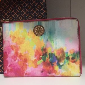 💐Tory Burch Cameron Wristlet. New!💐